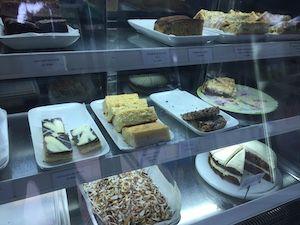 Kuchen in Theke